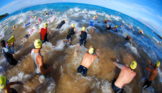 Swim start of the 2007 XTERRA World Championship in Makena, Maui